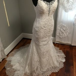 Size 10 Ivory, lace bridal gown